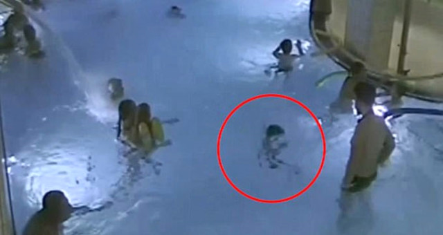 5 Yaşındaki Çocuk Havuzda Boğulurken Kimse Farkına Varmadı